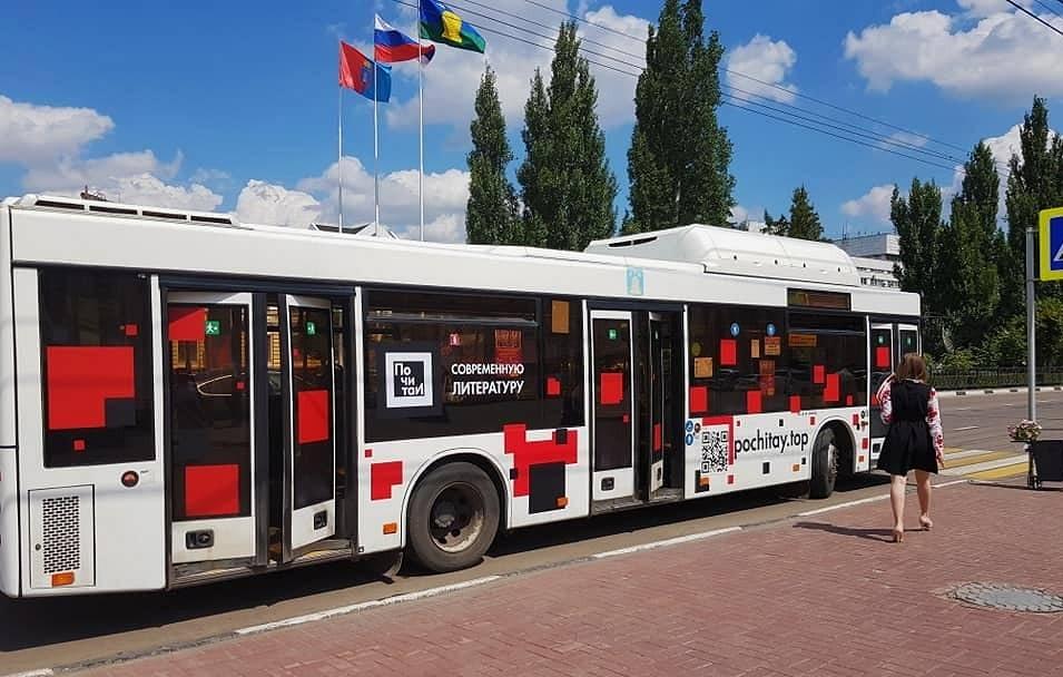 По Тамбову начал курсировать первый в России литературный автобус