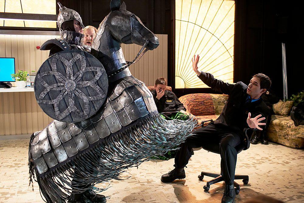 Театр на Малой Бронной поставил «Слово о полку Игореве» в исполнении хора охранников