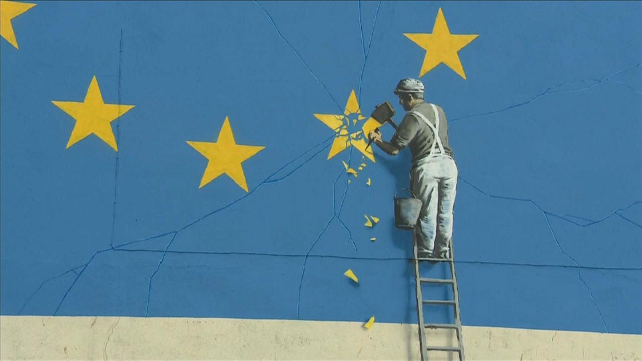 Бэнкси прокомментировал уничтожение своего граффити, посвященного Brexit